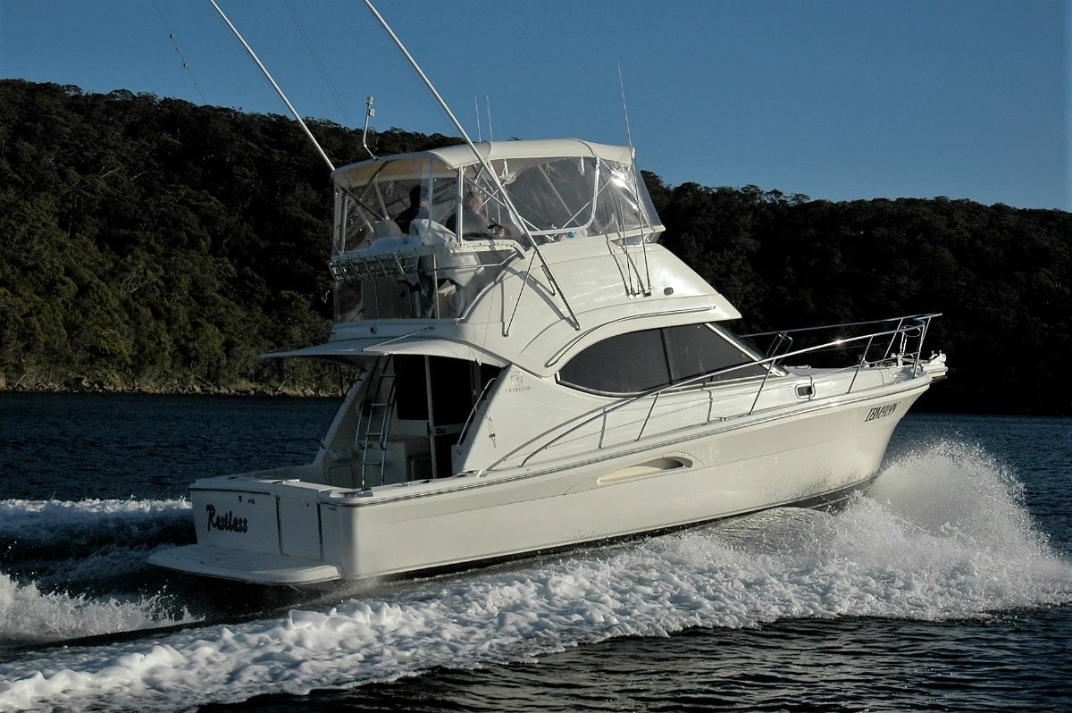 Riviera 33 Flybridge Cruiser