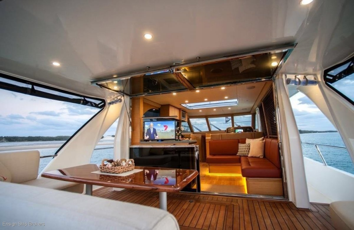 North Harbour Motor Yachts Sedan 42