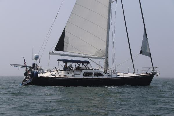 Hylas 54 Raised Salon