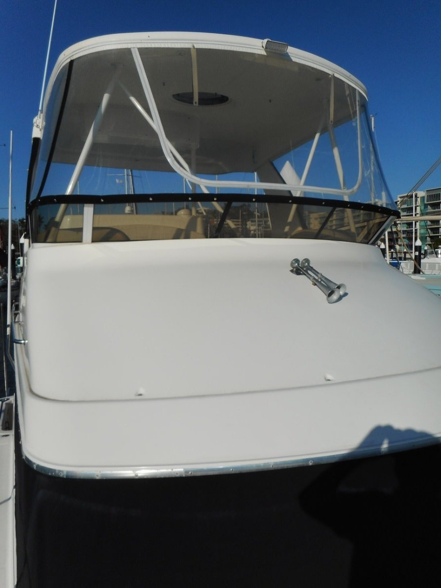 Silverton 42 Convertible Flybridge Cruiser with Fabdock