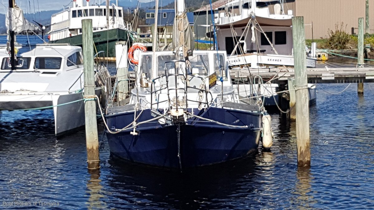 Mintaka Bruce Roberts Spray 40 Steel ketch with Gardner diesel. Boat Brokers of Tasmania