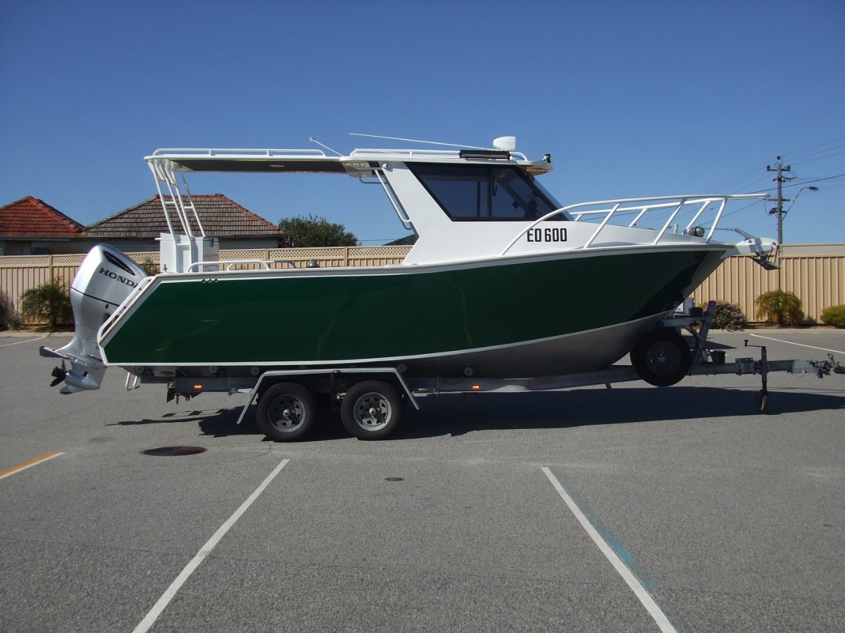 Oceanic Hard Top 750 Offshore Sports Cruiser