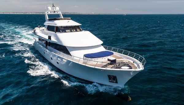 Platinum/bluewater Yacht Bldrs Custom Tri-deck Rebuild/2010