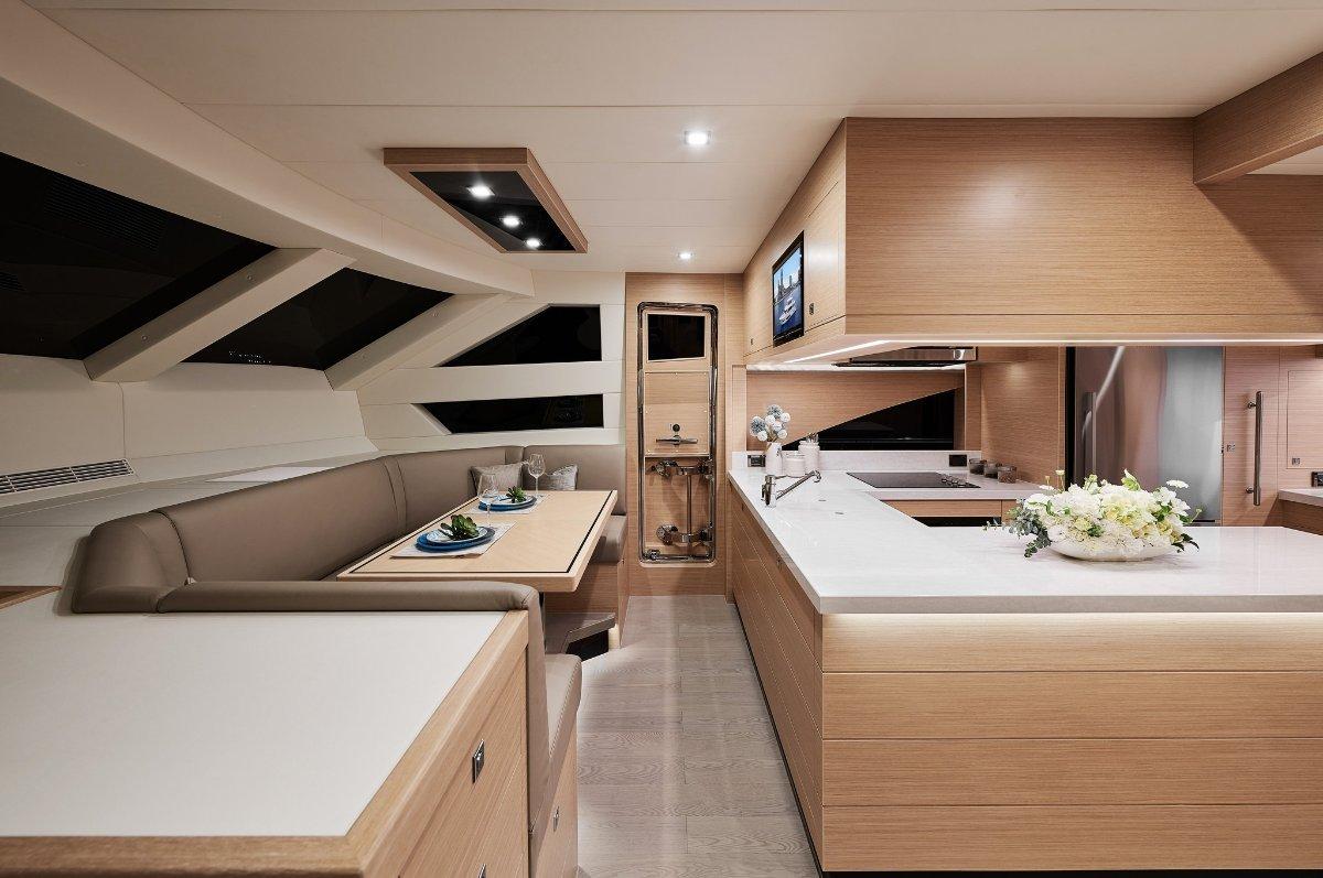 Horizon Yacht E81