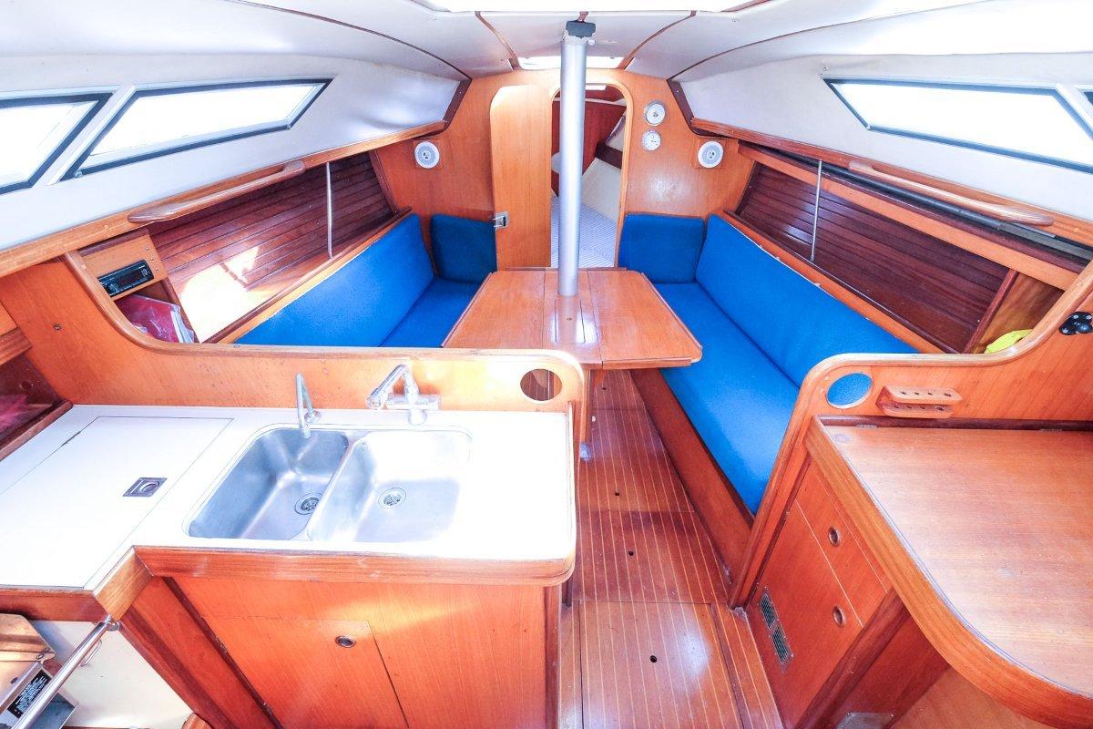 Beneteau 325 - Perfect club racer and coastal cruiser