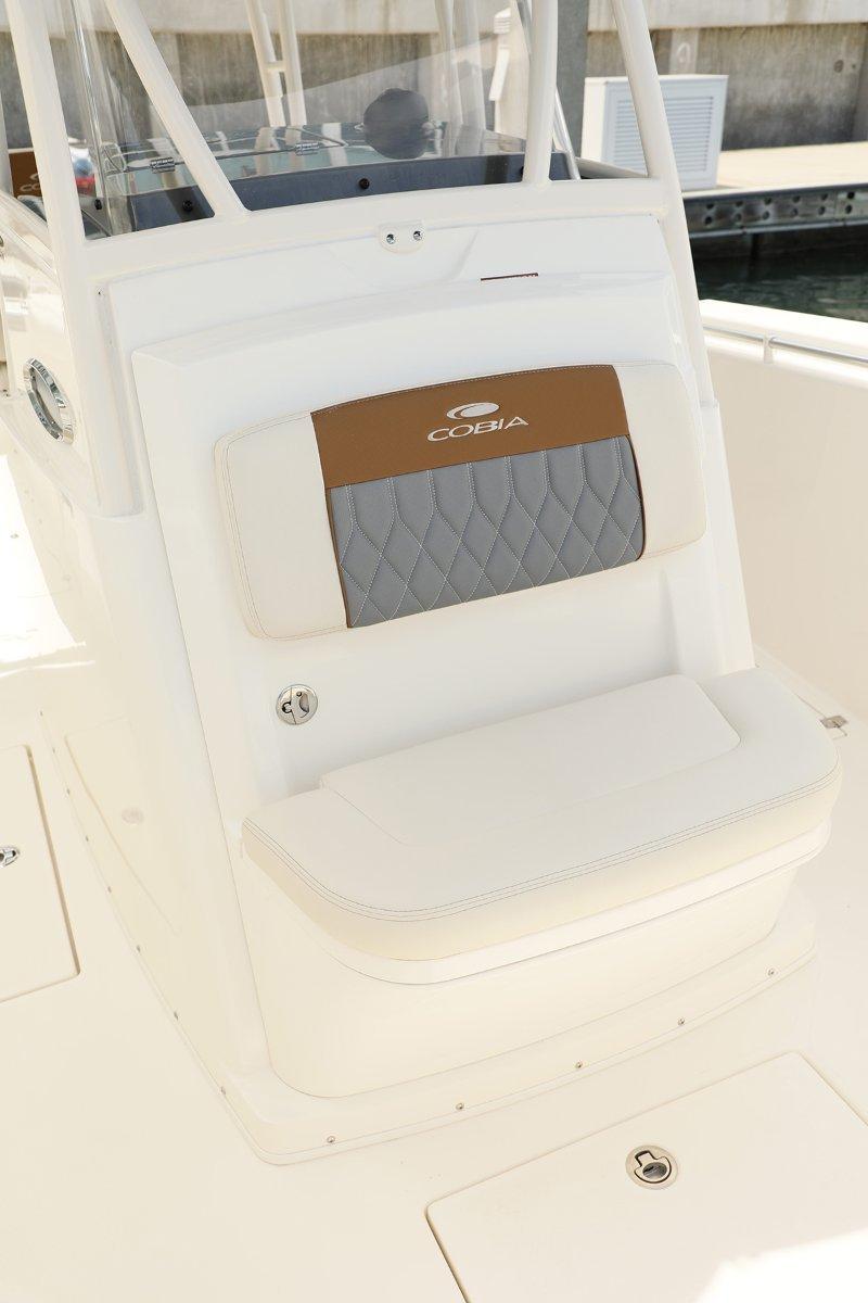 Cobia 301 Centre Console