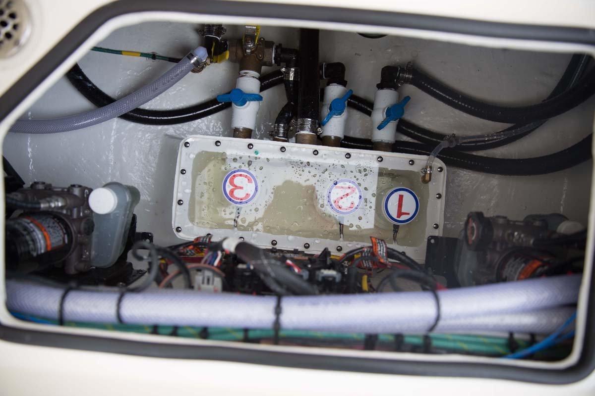 Cobia 320 Centre Console