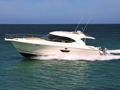 Riviera 4400 Sport Yacht - Nothing to spend on this immaculate boat
