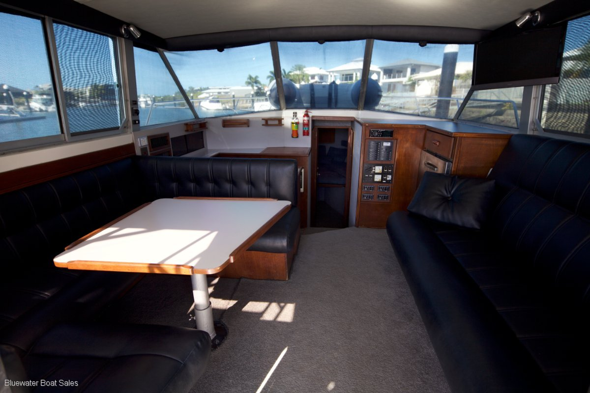 Caribbean 35 Flybridge Cruiser