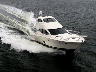 Maritimo A55 Aegean Flybridge - Immaculate interior with full width master