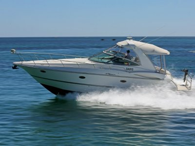 Cruisers Yachts 370 - Twin shaft drive diesels