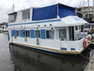 Super Cat Homecruiser Houseboat Ideal Live aboard