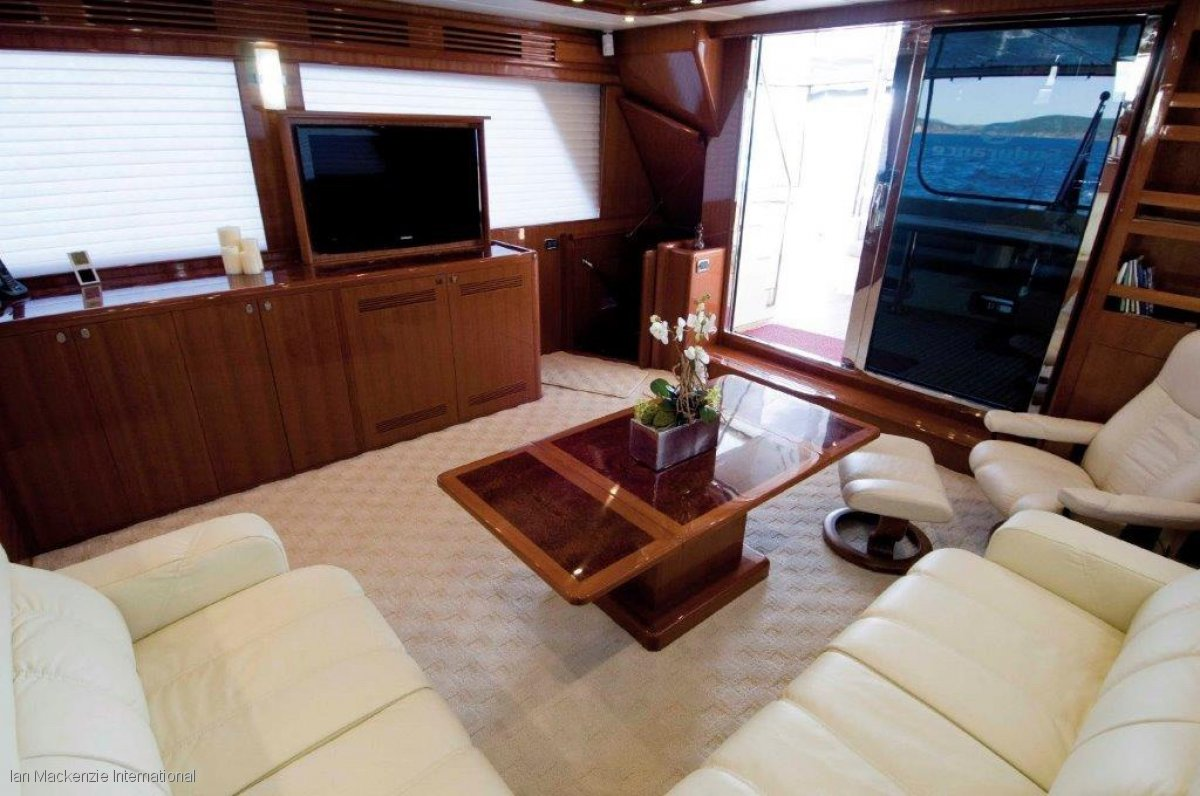 Hampton 750 Endurance Skylounge Expedition Motor Yacht