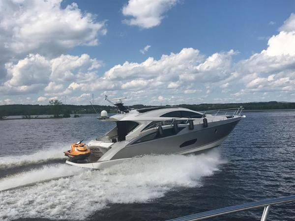 Marquis Yachts 500 Sport Coupe