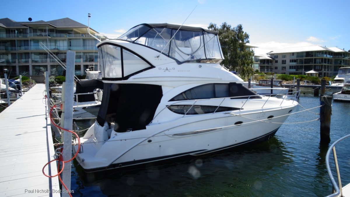Meridian 341 Sedan LUXURIOUS FLYBRIDGE CRUISER WITH LOW HOURS.