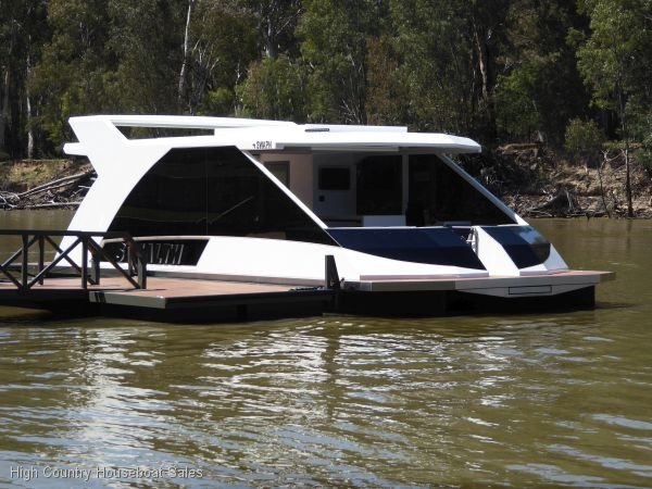 Dayboat on the Murray River @EchucaMoama:Stealth on the Murray River