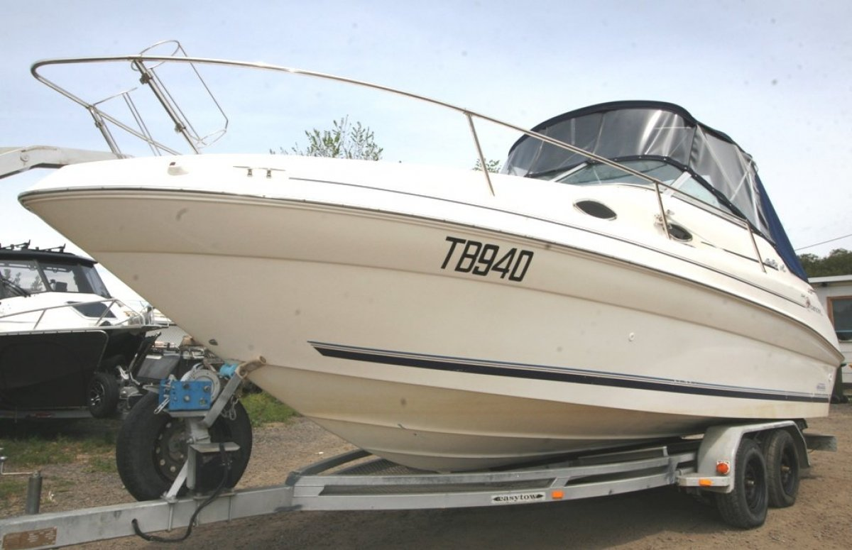 Sea Ray 240 Sundancer Sports Cruiser