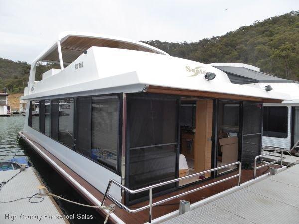 Houseboat Holiday Home on Lake Eildon, Vic.:Sante on Lake Eildon