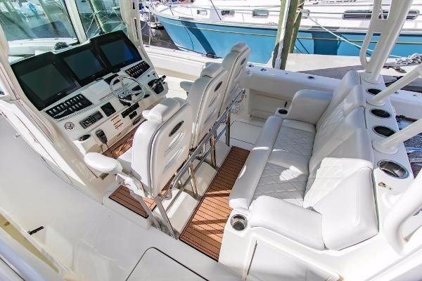Hydra Sports 4200 Siesta Center Console