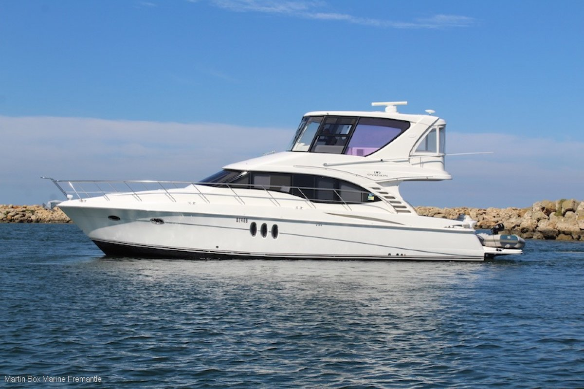 Ovation 52 by Silverton Marine