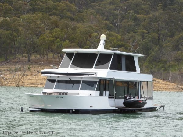 Houseboat Holiday Home on Lake Eildon, Vic.:Sorrento on Lake Eildon