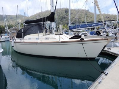 Whitsunday 43 WHITSUNDAY 43 large volume cruising yacht.