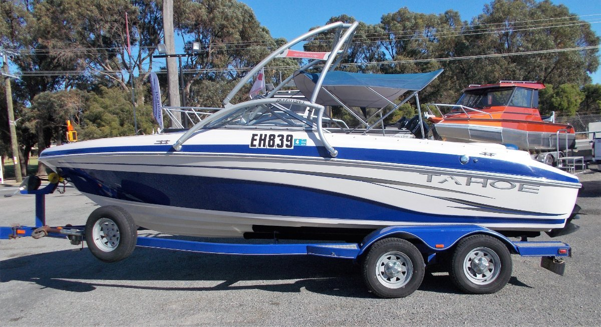 Tahoe Q6 Exceptional Condition Bowrider/Wake Boat