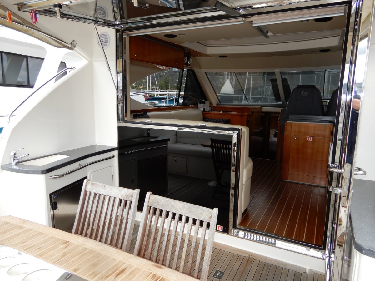 Riviera 4400 Sport Yacht LATE MODEL IN EXCELLENT CONDITION