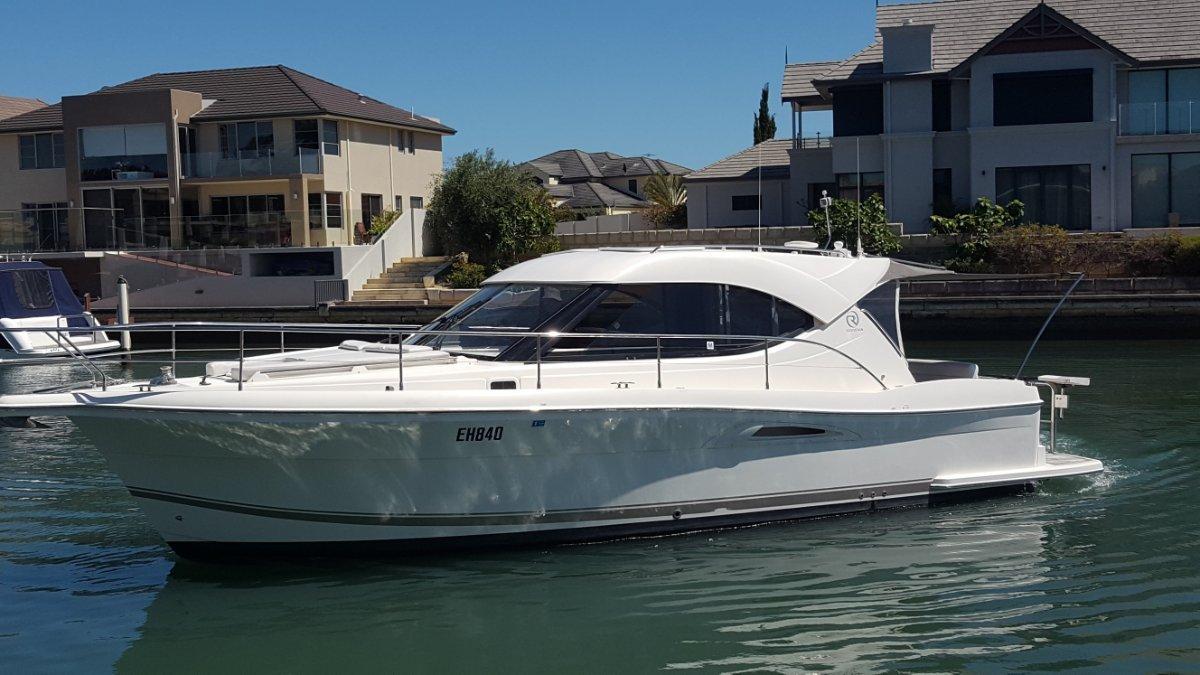 Riviera 3600 Sport Yacht Diesel Shaft drive