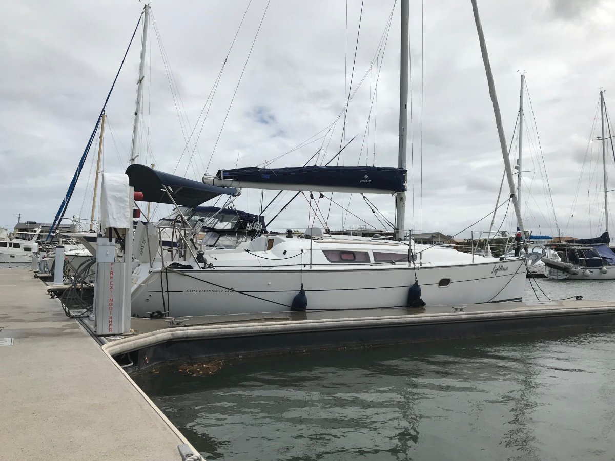 Jeanneau Sun Odyssey 32i Very low hours, lightly used.