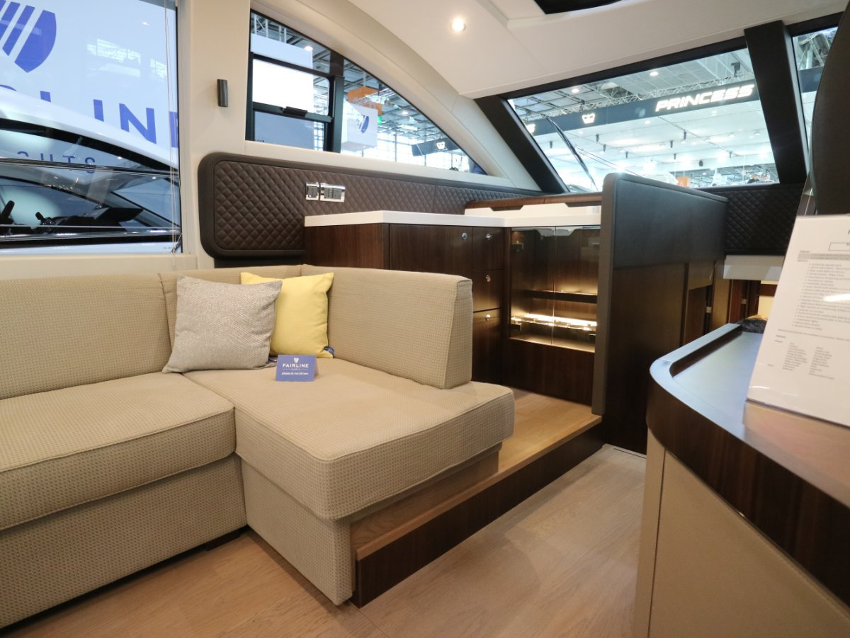Fairline Squadron 53, custom equipment & layout
