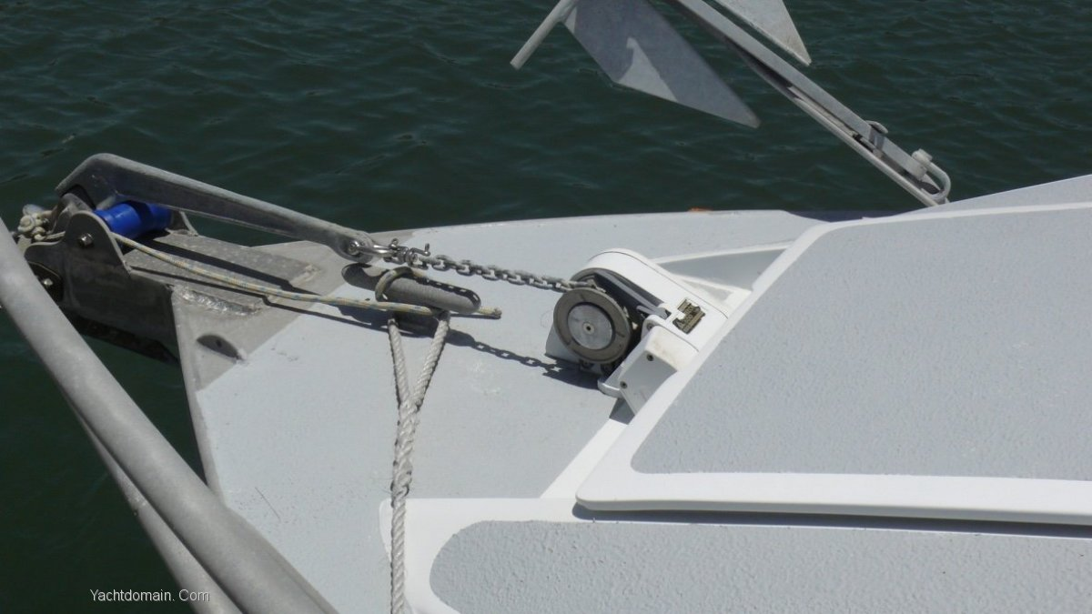 Gull Wing Tri Hull 30