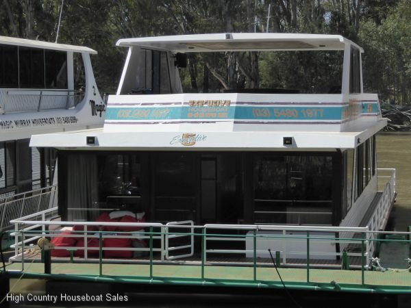 Houseboat Holiday Home on the Murray River @ Moama:Executive 5 on the Murray