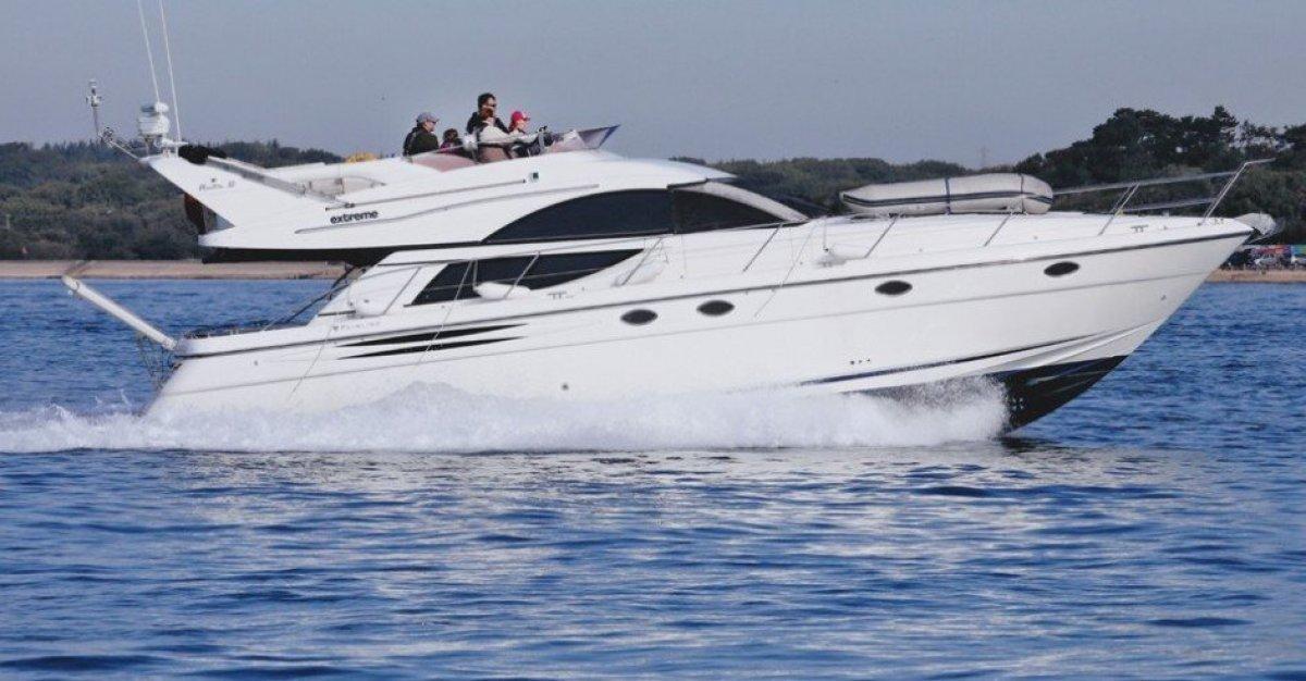 Fairline Phantom 50 in very good maintenance:Running shot - sister boat