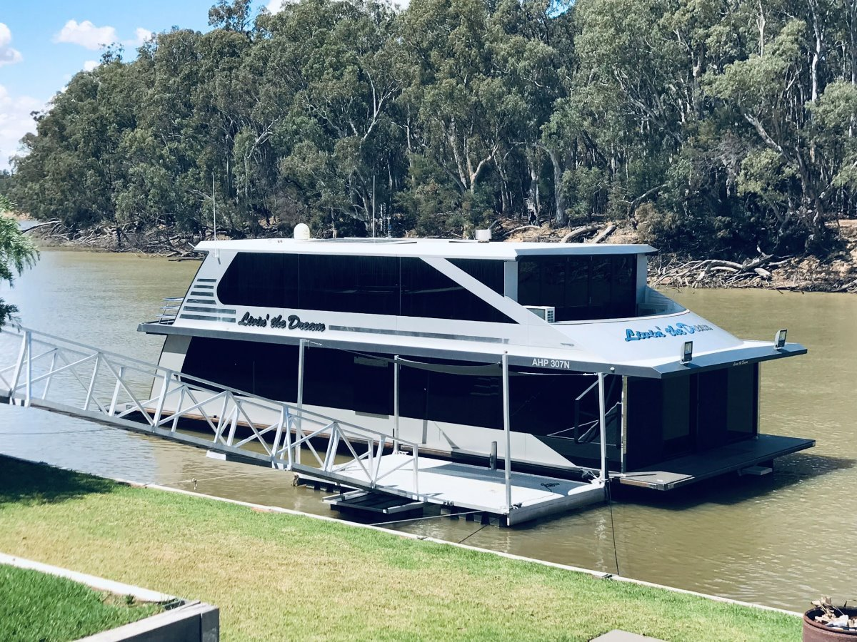 Houseboat Murray River Echuca/ Moama:Livin the Dream