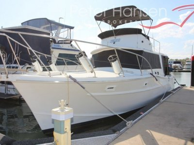 Aquarius 35 Flybridge Cruiser