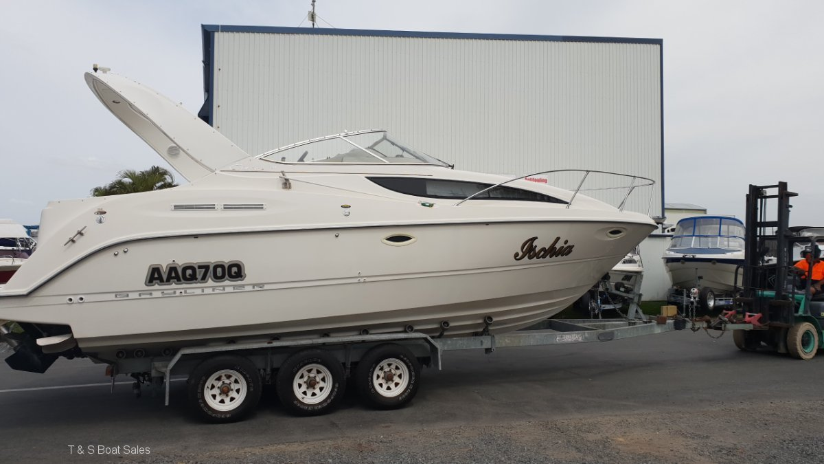 Bayliner 2855 Ciera Sports Cruiser Complete with a tr-axle trailer