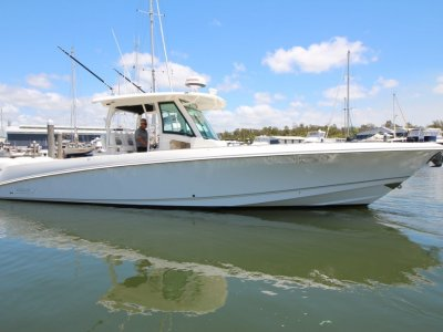 Boston Whaler 350 Outrage Centre Console