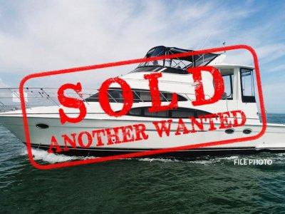 Carver 444 Motor Yacht - FULL BEAM MASTER CABIN