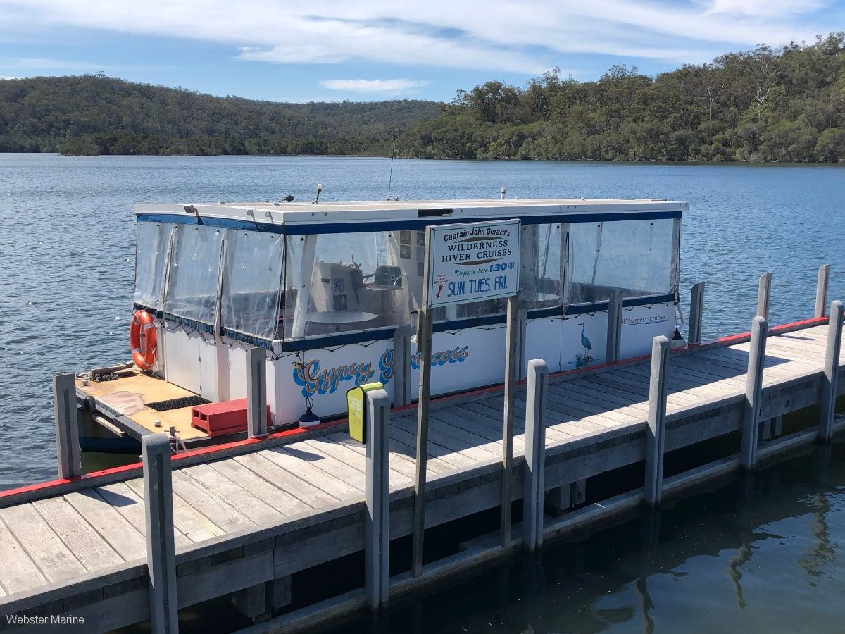 Pontoon Boat - Lifestyle Opportunity