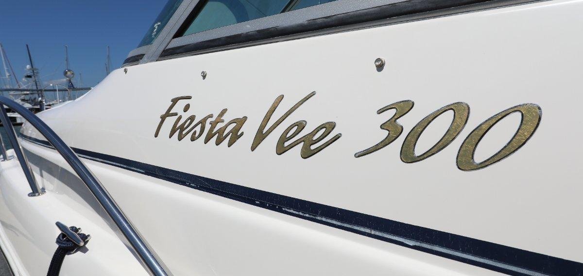Rinker 300 Fiesta Vee