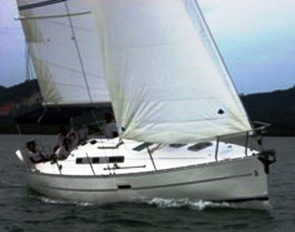 Beneteau Oceanis Clipper 323 Well Equipped and Economical