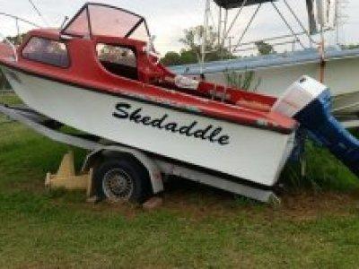 Suzuki DT50 Halfcabin boat