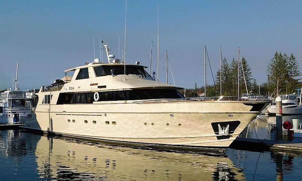 Lloyd 110 Motor Yacht