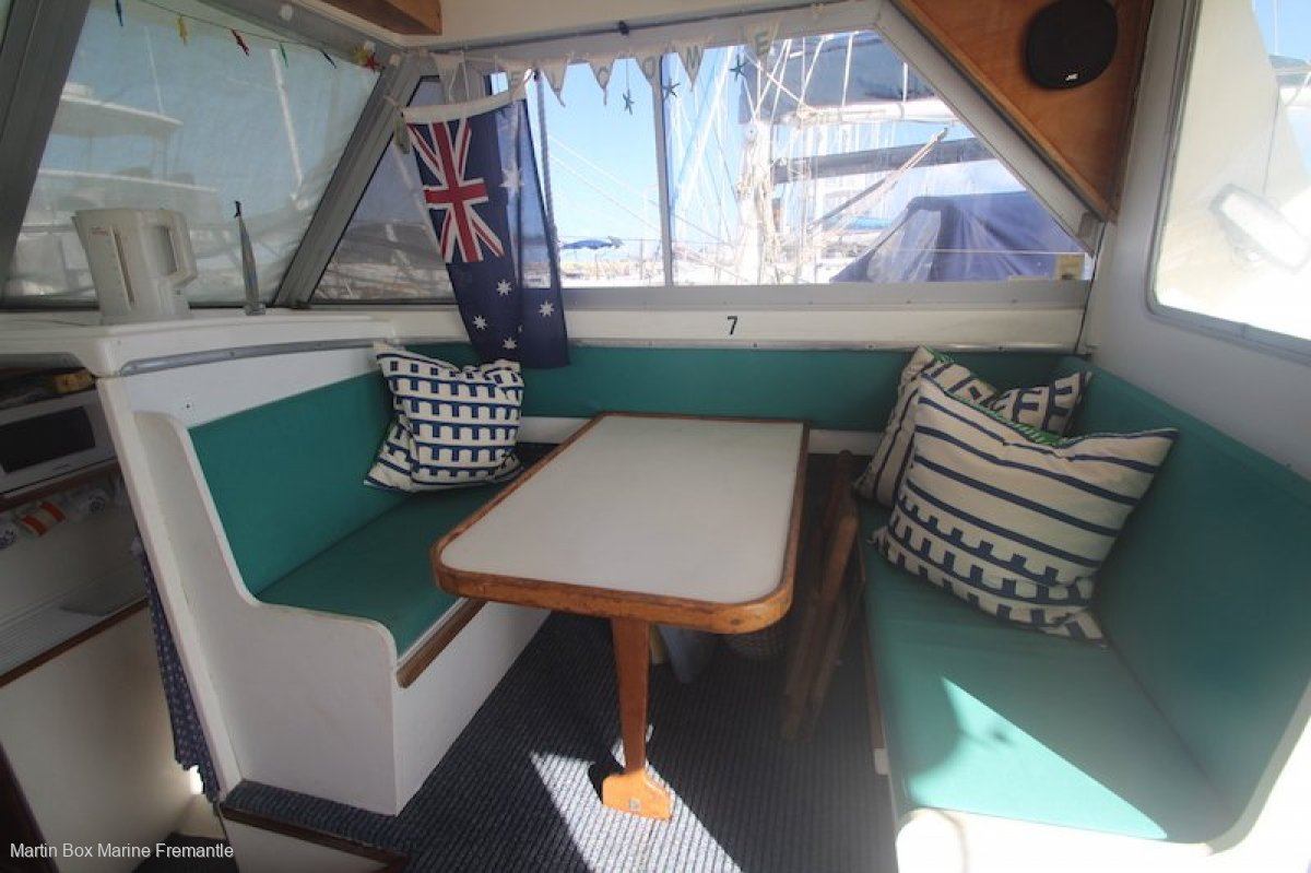 Statesman 28 Flybridge With outboard