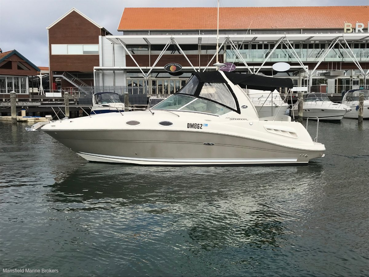 Sea Ray 275 Sundancer:Classy profile with Pewter Hull colour
