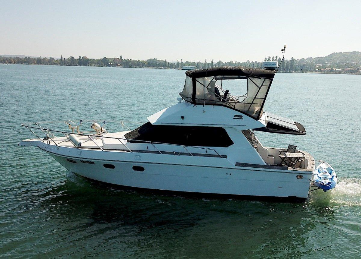 Infinity Boats 36 Flybridge Sports fish