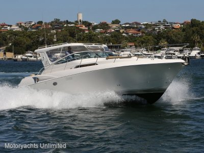 Riviera M400 Sports Cruiser Low hours on late model diesels