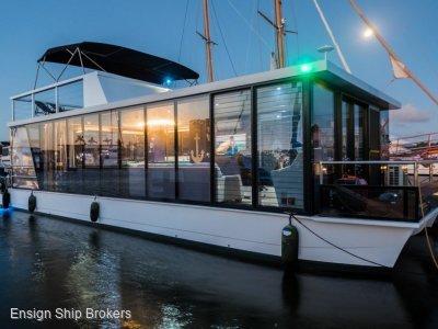 Havana 50 Houseboat