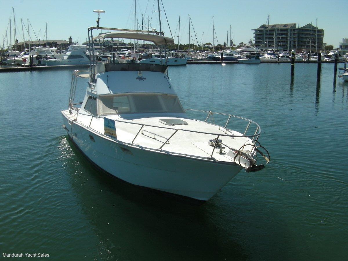 Randell 32 Flybridge Cruiser **Mercury 220 HP Diesel Engines 50 hrs usage**